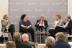 Podiumsdiskussion (v.l.n.r.): Marion Warden, Sandra van Heemskerk, Klaus Dieter Schulze, Sylvia Pantel und Friedel Frechen. (Foto: © komba gewerkschaft nrw)