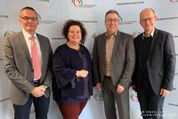 Andreas Wohland, Sandra van Heemskerk, Andreas Hemsing und Dr. Bernd Jürgen Schneider (v.l.n.r.) (Foto: © Städte- und Gemeindebund NRW)