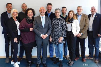Mitglieder der DBB AG Soziale Arbeit, 2.v.l. Sandra van Heemskerk und 4.v.l. Ute Simon (Foto: © dbb)
